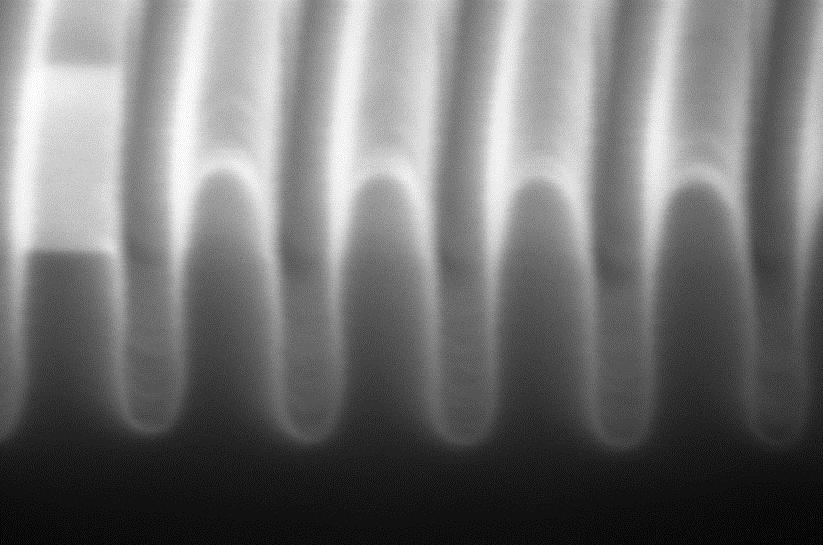 25nm wide Si trenches etched to 110nm depth by ALE